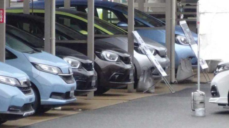 Novo Honda Fit foi flagrado sem camuflagem, mostrando alguns detalhes do carro.
