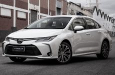 Toyota anunciou o lançamento de seu primeiro carro híbrido.
