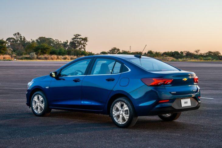 Novo Onix Plus lidera a lista de sedans mais vendidos em outubro.