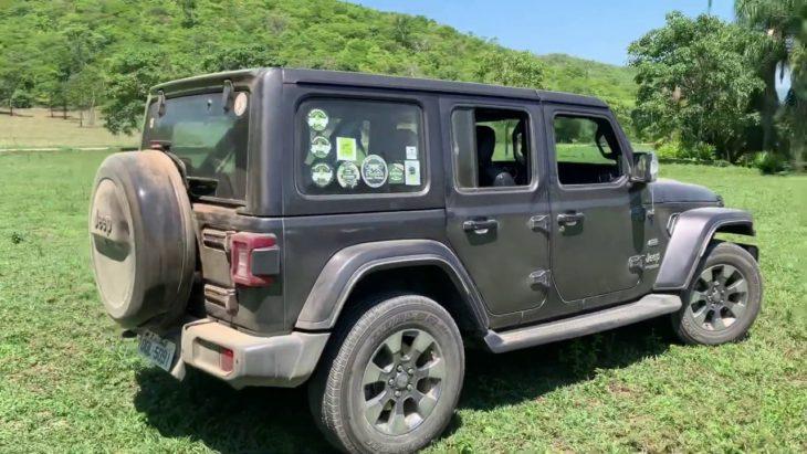 Andamos com o Jeep Wrangler em diversos tipos de terreno.