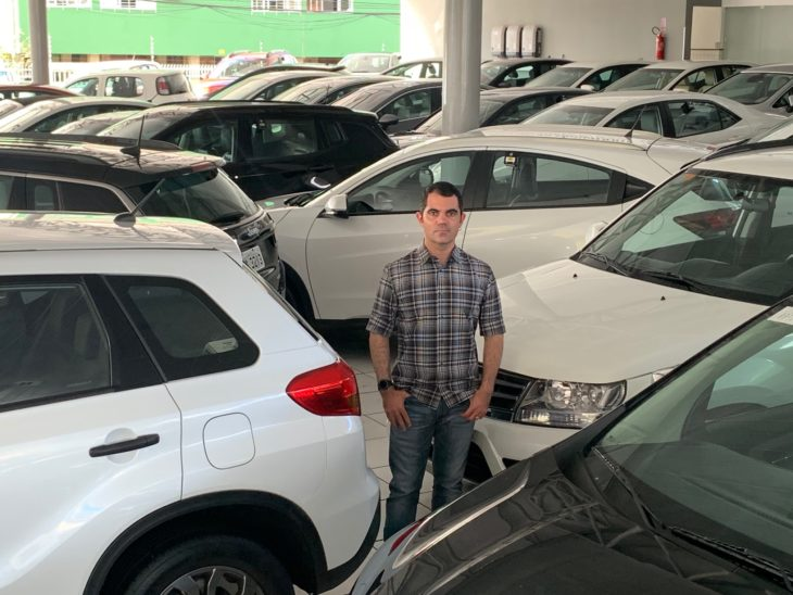 Lojistas buscam alternativas para driblas a crise do coronavírus e seguir vendendo carro